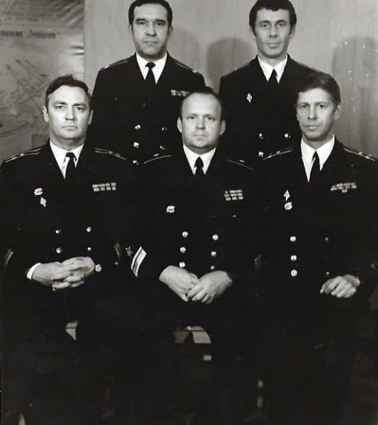 Слева первый ряд: В. Гончарук, Д. Чулков, В. Колмогоров. Стоят: А. Жахалов, В. Бирюков