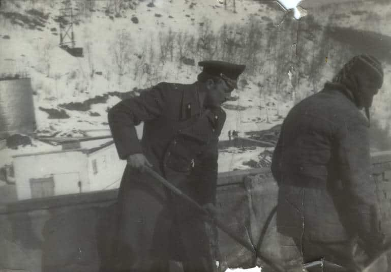 Лейтенант Бабошин на стройке штаба для подводников, Ара-Губа, 1985 год