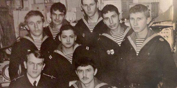 Новый год в штурманской СКР «Ленинградский комсомолец». Павел Вишняков - в первом ряду слева.