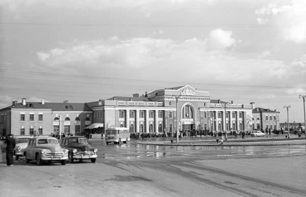 Железнодорожный вокзал в Караганде, 70-е годы.