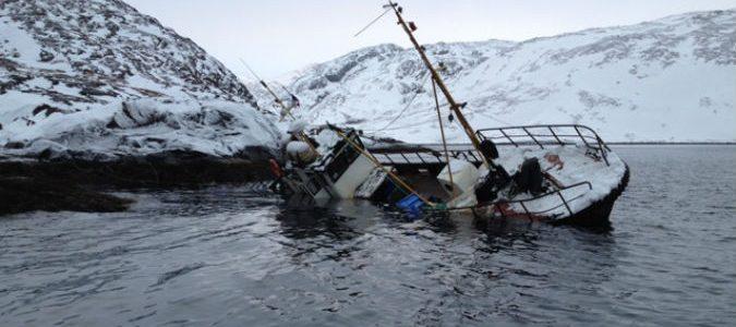 Троих рыбаков в Баренцевом море помогла спасти подводная лодка