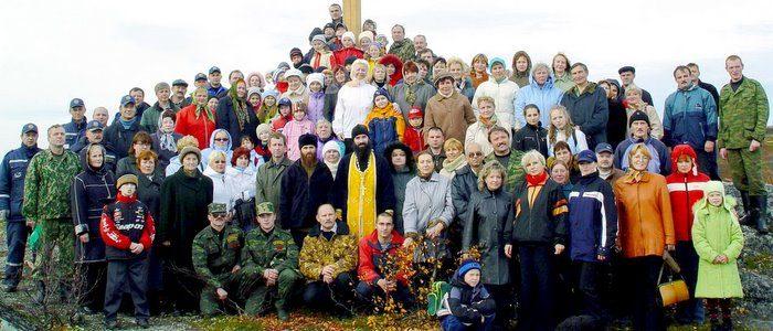 Установка поклонного креста на Слоновке в 2005 году